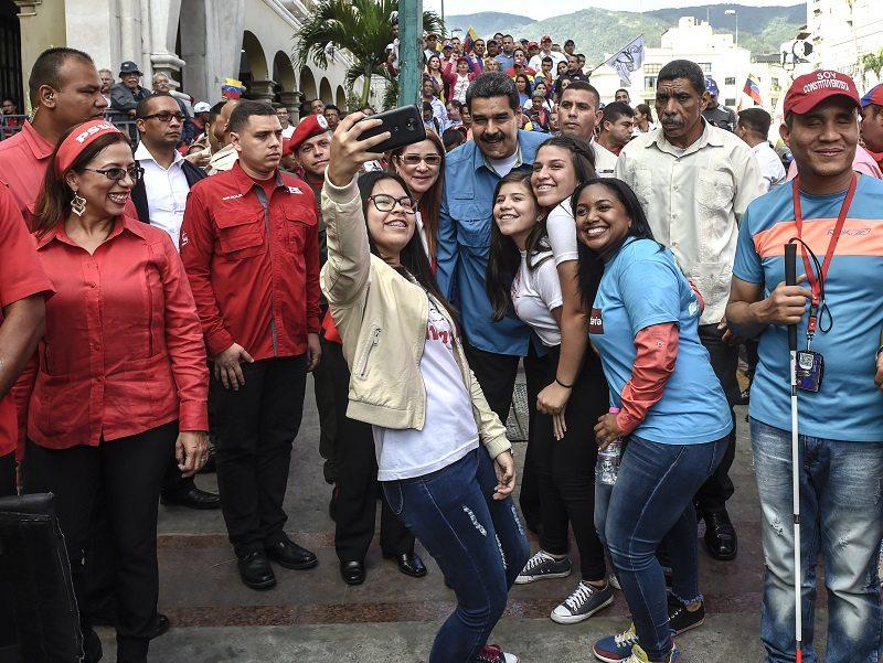 Maduro dará bono de carnaval a ocho millones de personas en plena campaña