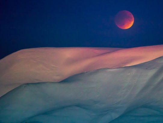 """Una superluna """"azul de sangre"""" un espectáculo celestial"""
