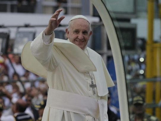 El papa en una región de Perú enferma por el oro