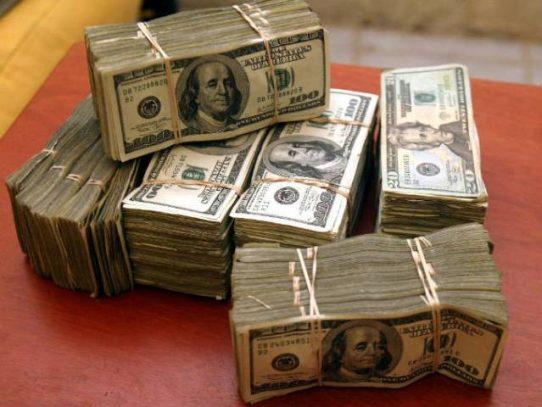 Aduanas retuvo a viajeros con más de 45.000 dólares no declarados