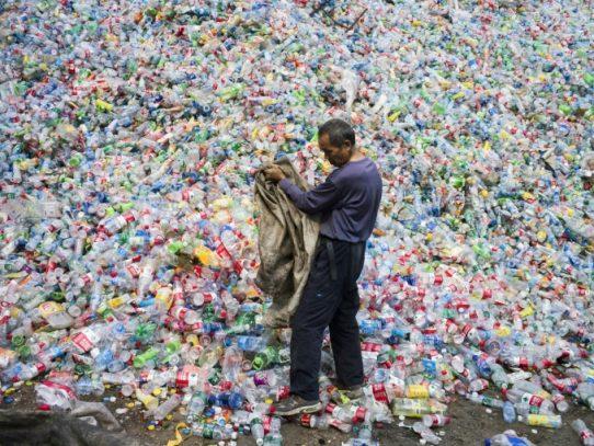 Coca Cola se compromete a reciclar el 100% de sus envases para 2030