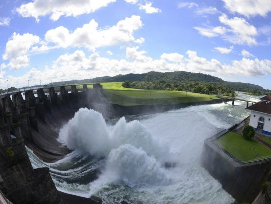 Canal de Panamá inicia vertidos preventivos en lagos Gatún y Alhajuela
