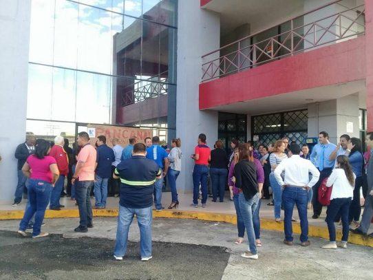 Trabajadores de la AMP nuevamente protestan exigiendo el pago de aguinaldos