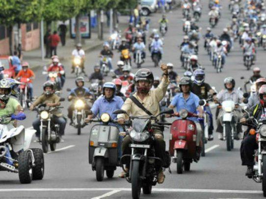 Nutrida protesta y caos en Bogotá por polémica medida sobre motos
