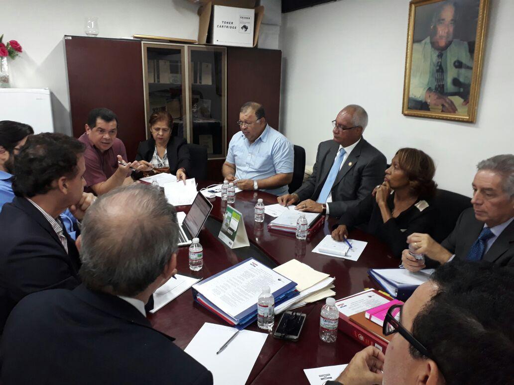 Solís pide orientación política y legal tras sanciones impuestas por el TE