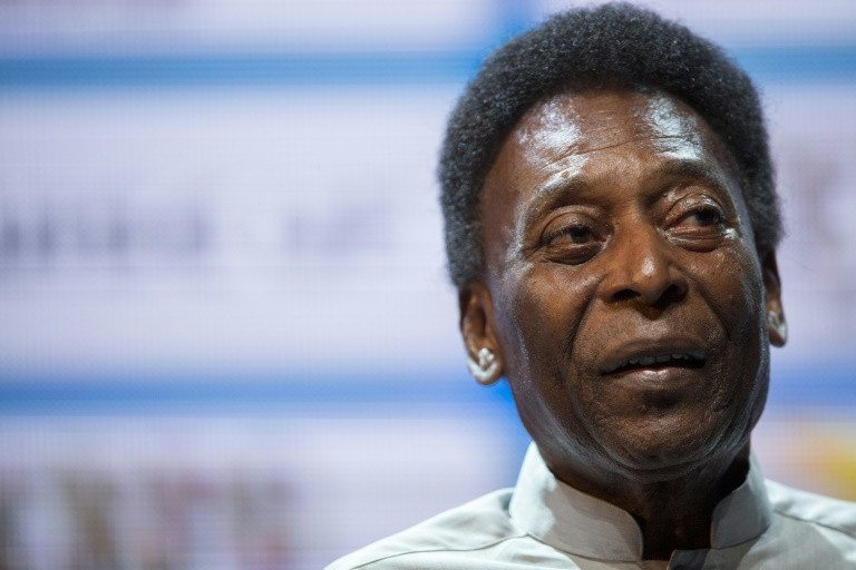 Pelé es operado con éxito de cálculo renal