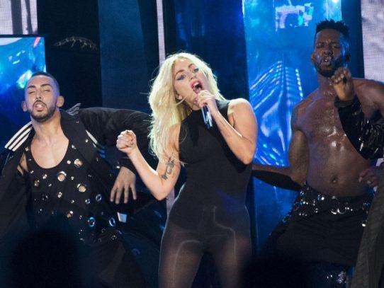 """Lady Gaga anula conciertos en Europa debido a """"fuertes dolores"""""""