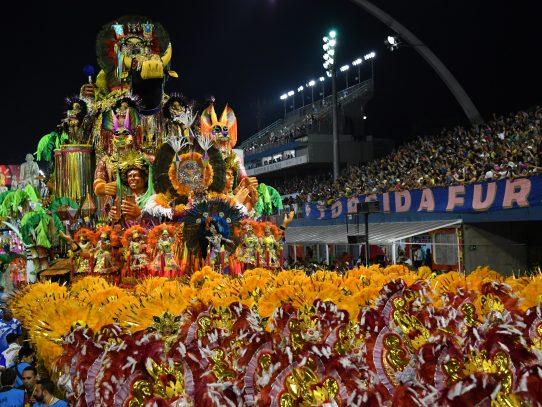 El alcalde de Río hace las paces con el Carnaval en su arranque