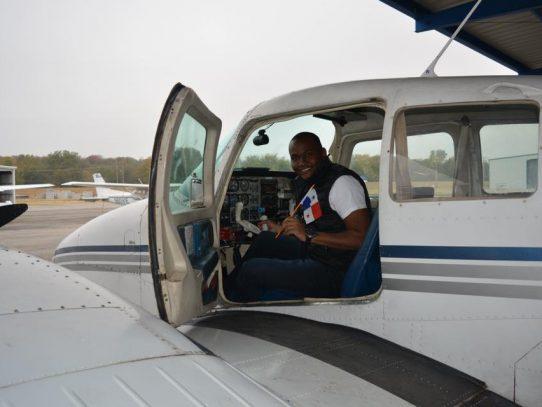 Raphael Buchanan alcanza sueño de ser piloto tres años después que Ifarhu le negó ayuda