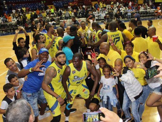 Correcaminos de Colón tricampeones del baloncesto profesional de Panamá