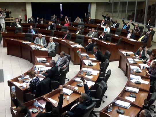 Diputados debaten reconfigurar la Comisión de Credenciales de la Asamblea Nacional