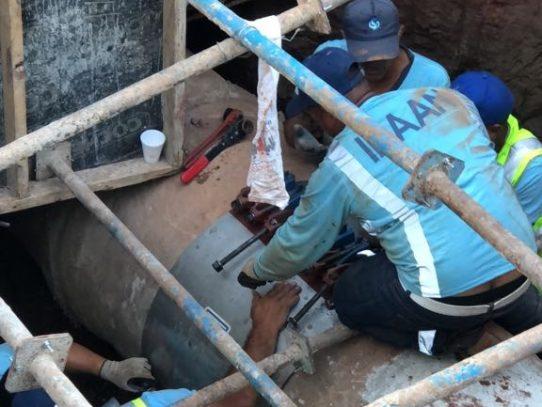 Culminan los trabajos de reparación de tubería en Vía Brasil