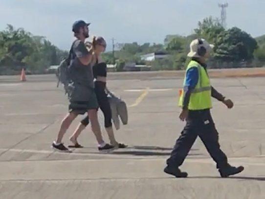 Actores Miley Cyrus y Matt Damon arriban en Chiriquí junto a sus parejas