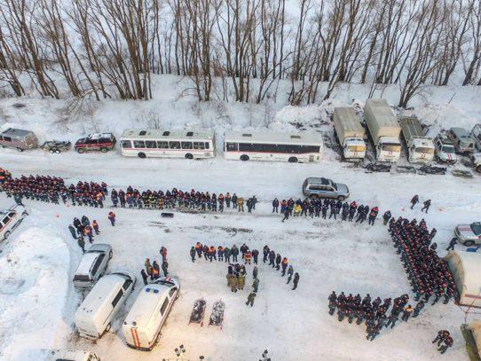 La nieve frena las operaciones de rescate del avión accidentado en Rusia