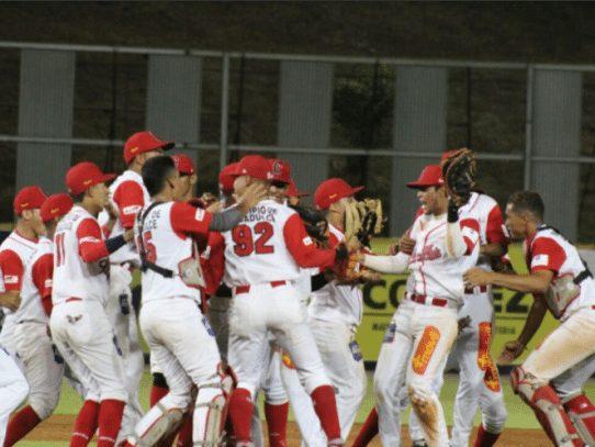 """La """"Leña Roja"""" aseguró su clasificación a la final del béisbol juvenil"""