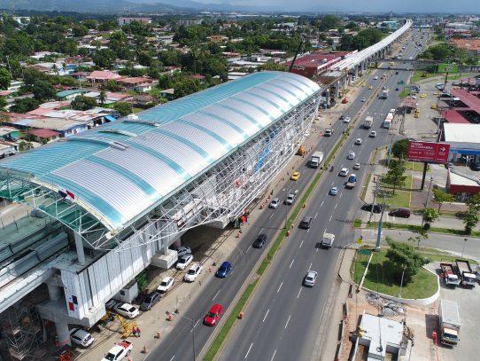 Desvíos vehiculares por desmontaje de puente peatonal en Las Mañanitas