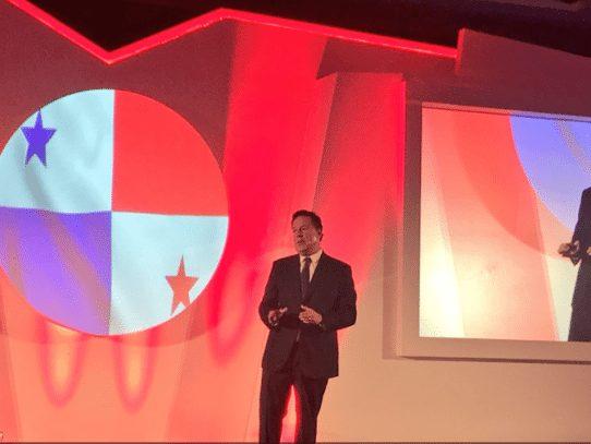 """Varela en Emiratos Árabes para posicionar a Panamá como """"hub de servicios"""""""