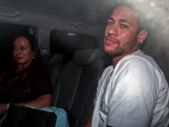 Neymar fue operado con éxito del pie