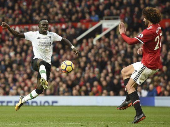 El Mánchester United supera 2-1 al Liverpool y afianza su segundo puesto