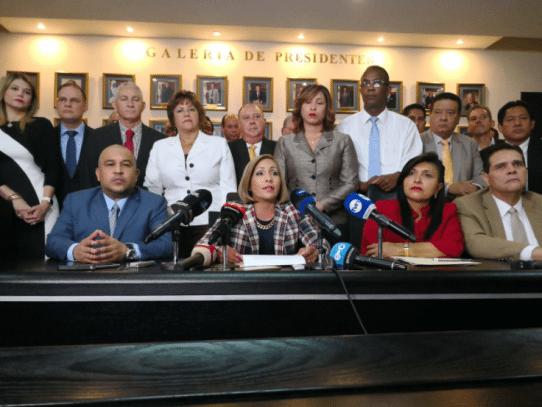 Diputados del PRD y CD responden a Varela tras advertencia de represalias