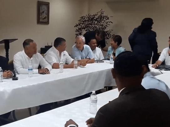 Docentes de Colón levantan paro tras instalar mesa de diálogo con el gobierno