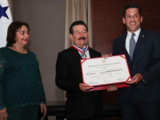 Condecoran a Dorindo Cárdenas con la Orden Belisario Porras