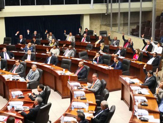 Pleno decide retomar reconformación de la Comisión de Credenciales