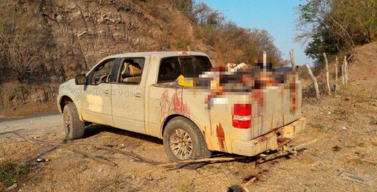 Hallan 15 cuerpos sin vida dentro de camioneta en oeste de México