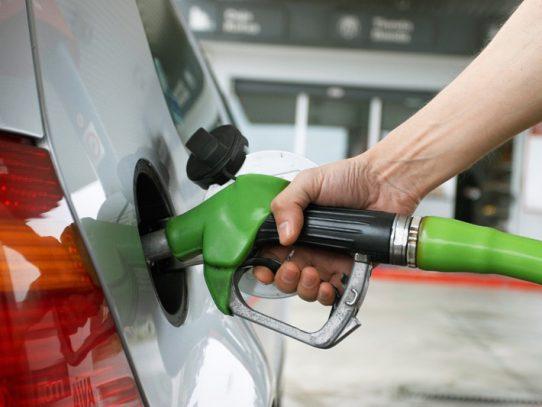 Leve baja en los precios de venta del combustible