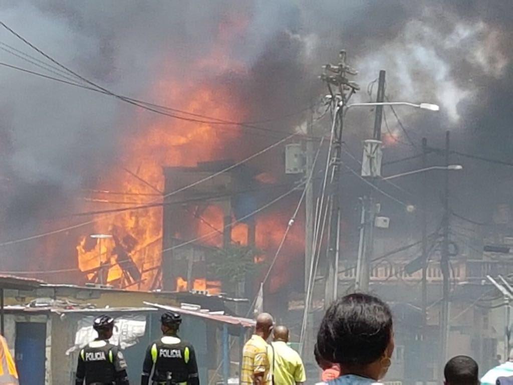 Se incendia caserón en calle 9 y Meléndez provincia de Colón