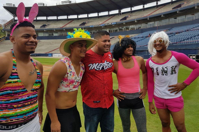 Peloteros de Panamá Metro se visten de mujer como ritual de iniciación