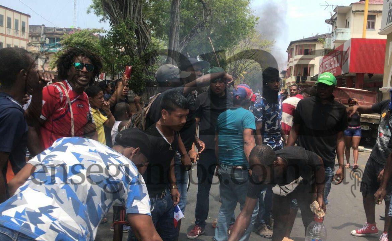 Cuatro policías heridos y 35 detenidos por enfrentamientos en Colón