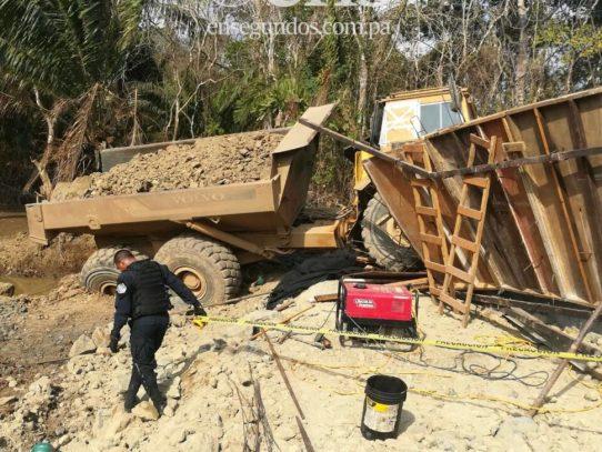 Camión aplasta a tres obreros, uno muere, los otros dos gravemente heridos