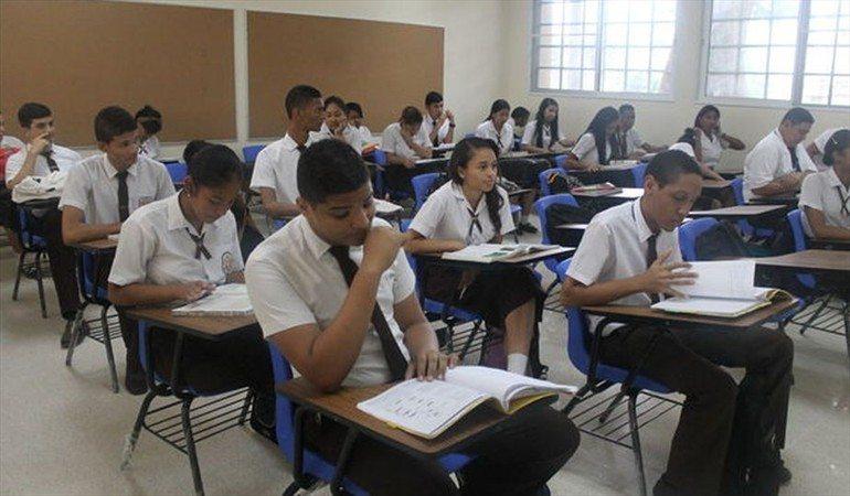 El año escolar inicia con 15 mil 466 estudiantes sin aulas de clases