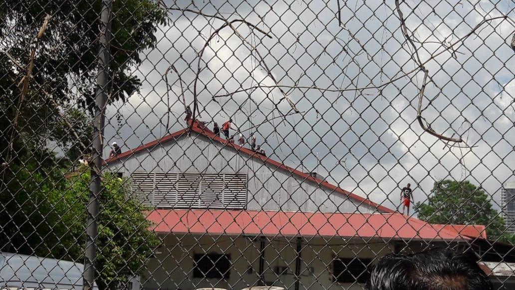 Extranjeros en albergue de Curundú protestan por malos tratos