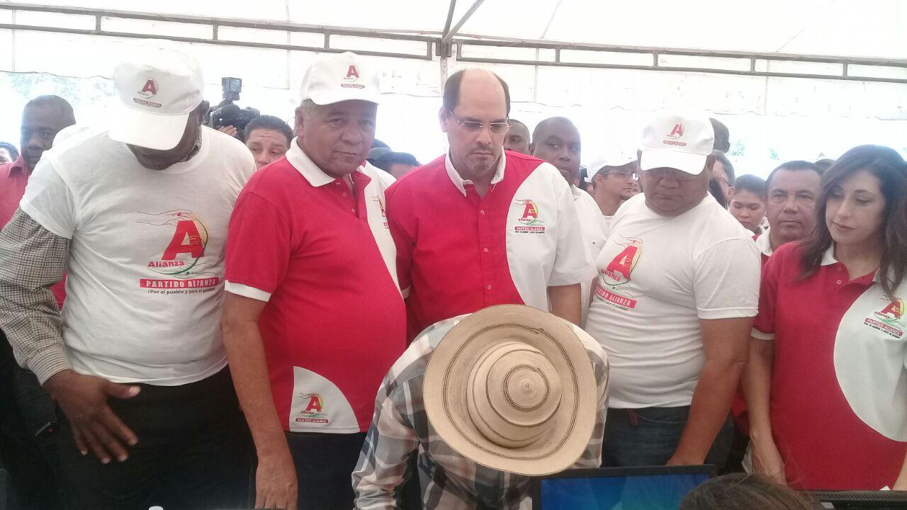 """""""Mimito"""" Arias deja CD y se inscribe en el Partido Alianza"""