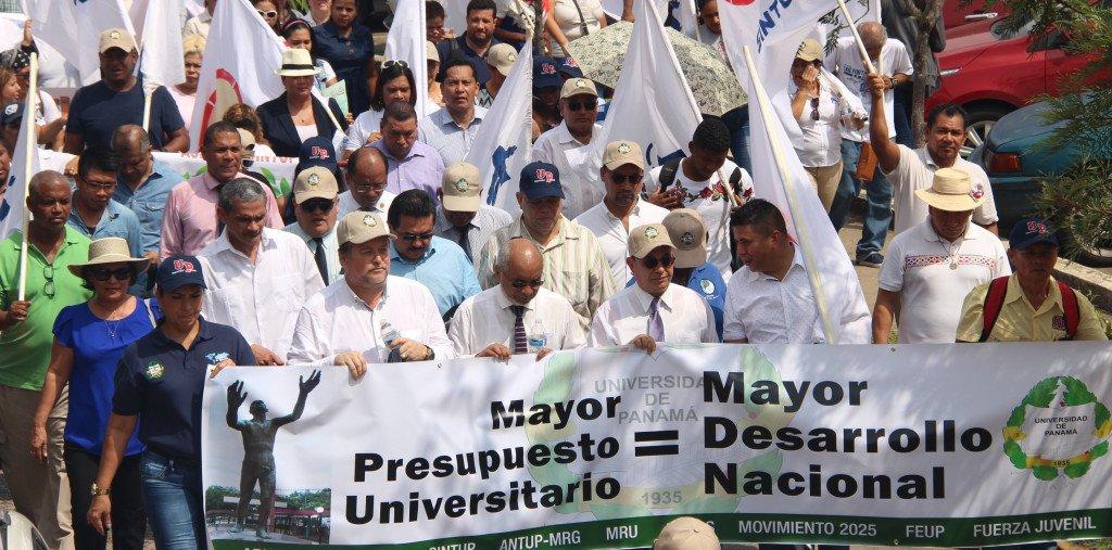 Autoridades y estudiantes de la UP marcharon para exigir un presupuesto 2019 digno