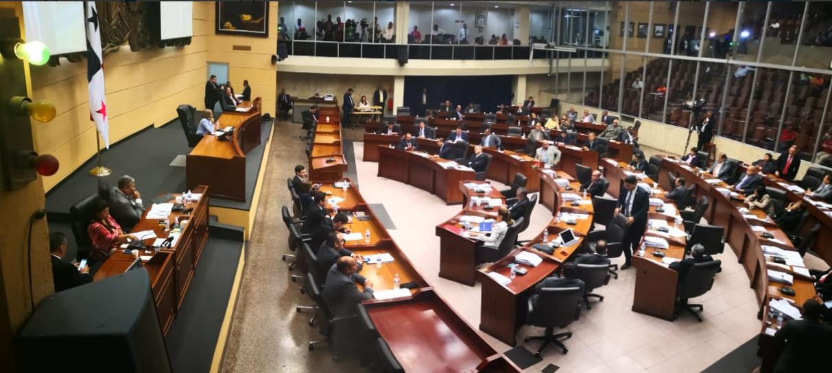 Domínguez se disculpas por altercado que tuvo en la Asamblea con Adames