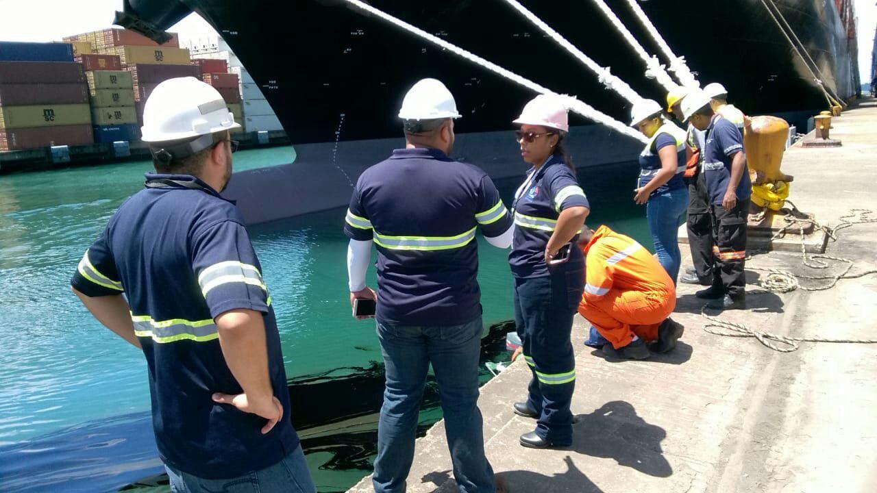 AMP atiende derrame de hidrocarburo en puerto de Cristóbal