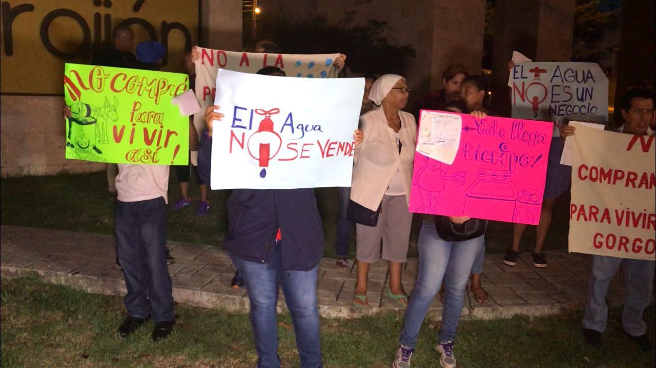 Moradores de Las Villas de Arraiján salen a protestar por falta de agua
