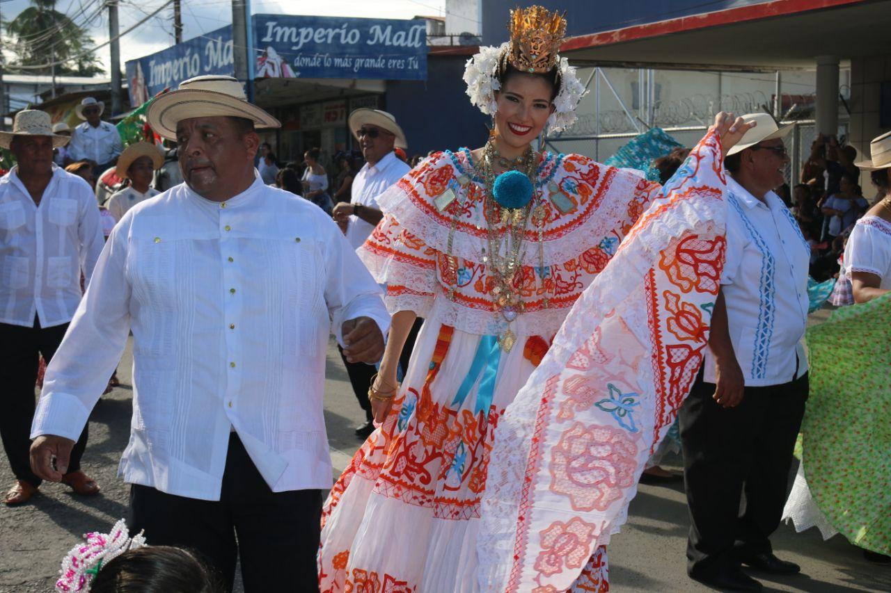 Gala típica viste de colores las calles de Puerto Armuelles