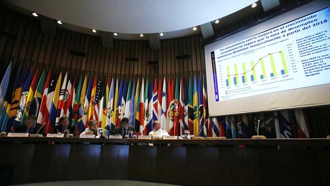 Cepal recorta estimación de caída del PIB de América Latina en 2020 a 7,7%