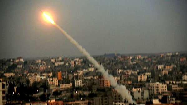 Israel bombardea el principal puerto de la Franja de Gaza