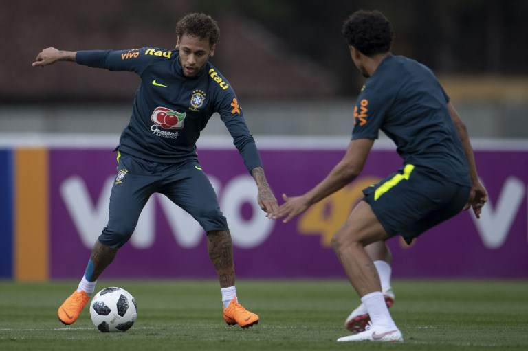 Neymar se entrena por primera vez con los titulares de Brasil