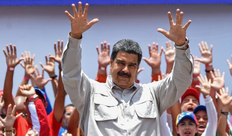 Migración cancela tarjetas de movilidad de políticos cercanos a Maduro