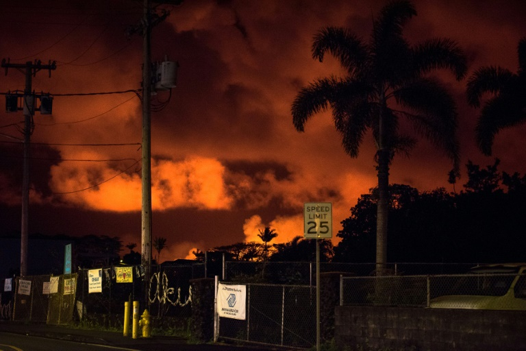 Recomiendan nuevas evacuaciones en Hawái tras avance de ríos de lava