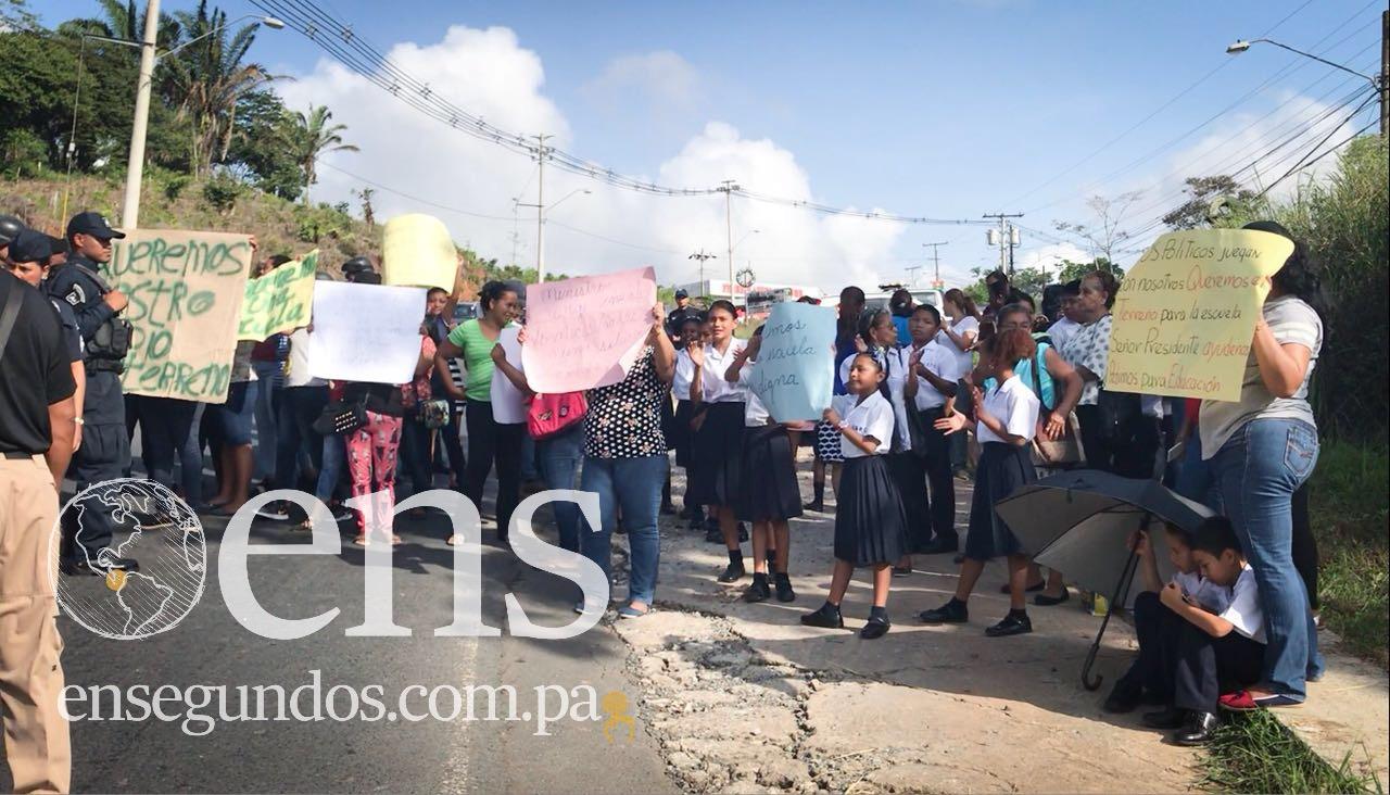 Moradores de Nuevo Chorrillo exigen agua y un terreno para la construcción de una escuela