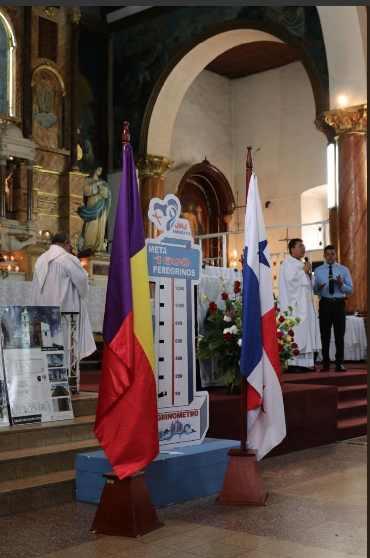 Bandera Panameñista ocupa el lugar de honor en misa de Santa Ana