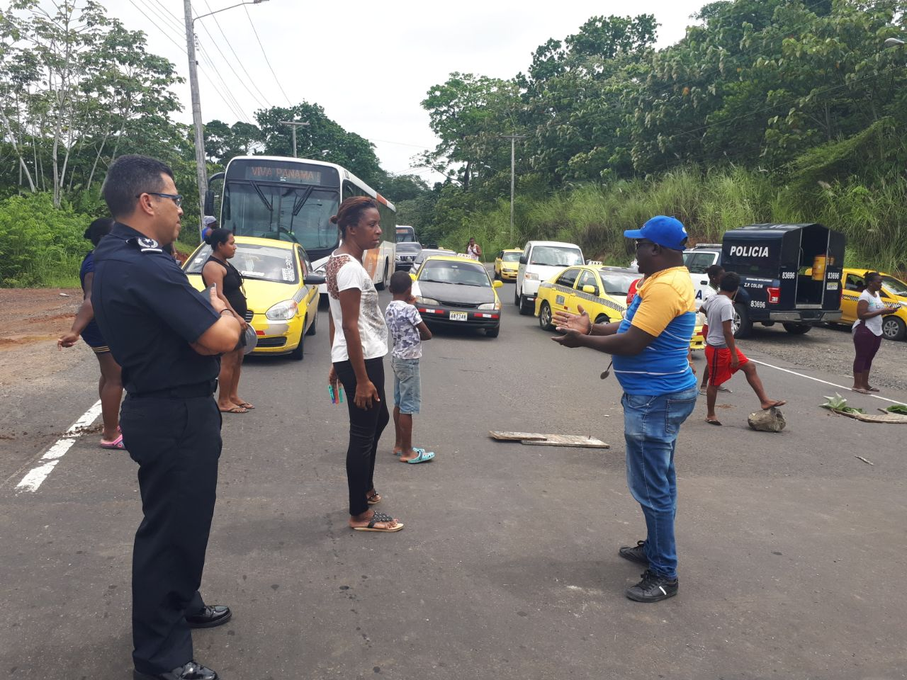 Moradores de Altos en Los Lagos, realizaron un piquete para exigen agua las 24 horas