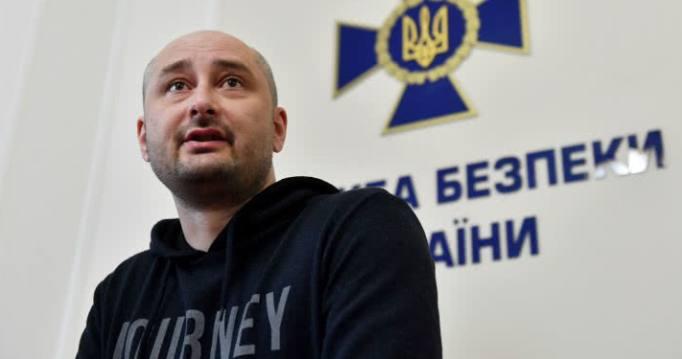 Falsa muerte de periodista ruso fue escenificada para salvarle la vida, dice Kiev